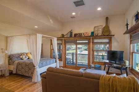 Chic Downtown Condo w/ Great Views! - Pagosa Springs - Appartement en résidence