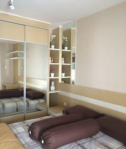 Agustine Studio Educity Apartment - Apartmen