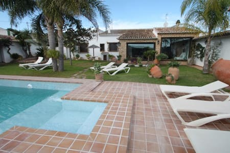 La Coma Villa with private pool - Huvila