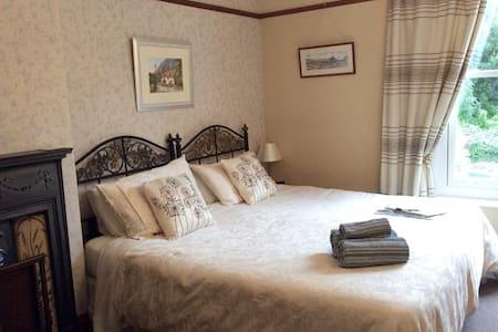 Quiet Private Room with En-suite - Hus