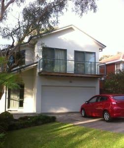 southern Sydney, bush and beach - Heathcote - Rumah
