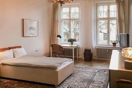 really nice, bright room in the heart of Kreuzberg - Berlin - Wohnung