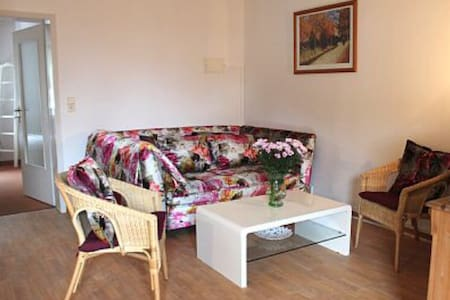 Gemütliche FeWo in St. Peter-Dorf - Apartamento