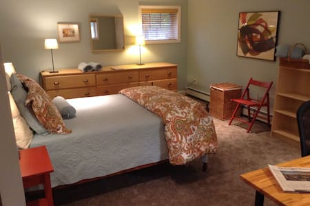 Private 2 bedroom suite near Boston - Newton - Apartment