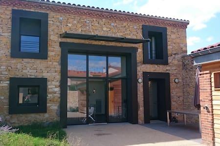 Maison d'architecte au coeur de l'Auvergne - Les Pradeaux - Dům