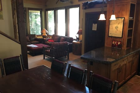 High-end summer/winter lodge on slopes of Alta - Rumah