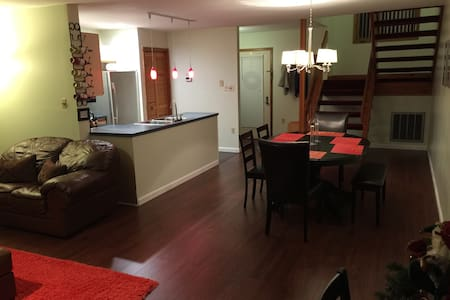 Comfy Townhouse by Shawnee Mt. - East Stroudsburg - Townhouse