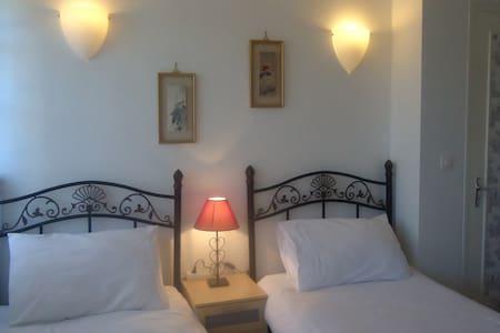 La Maison Famille B&B (sleeps 5) - Durban-sur-Arize - Bed & Breakfast