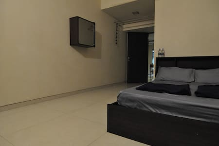 Japanese Host ~ Private Room & Bathroom ~ Goregaon - Mumbai