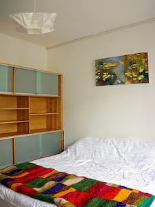 自在莲瑜伽精舍大床房,带飘窗,全新日式踏踏米,备制氧机,简约舒适洁净 - Appartement
