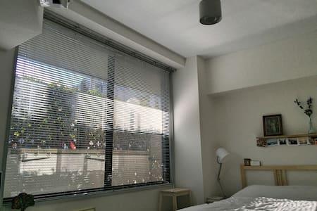 渋谷、銀座、六本木まで電車で1本。中目黒駅至近の閑静な住宅街のひと部屋 - Meguro-ku - Apartment