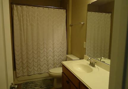 Comfortable and private room for a homely stay - Tomball - Casa