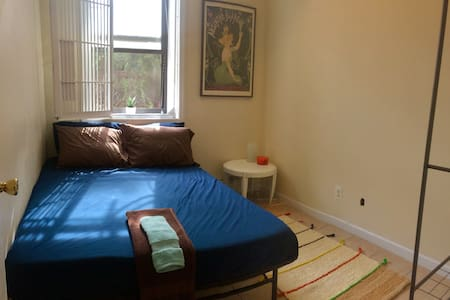 Cozy 1 Bedroom with an easy commute to NYC! - Bronx - Appartamento