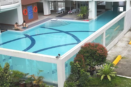 J & J - for 14 pax (Family & Group) w/ pool & WIFI - Condominium