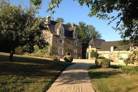 Manoir familial  la Renazaie - Bouillé-Ménard - Castle