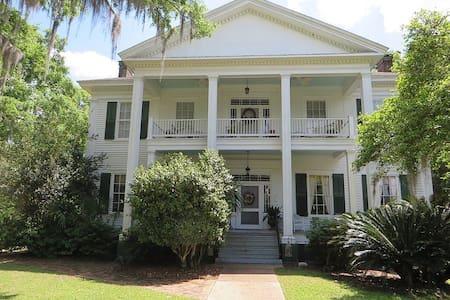 Southern Plantation Getaway - Monticello - Haus