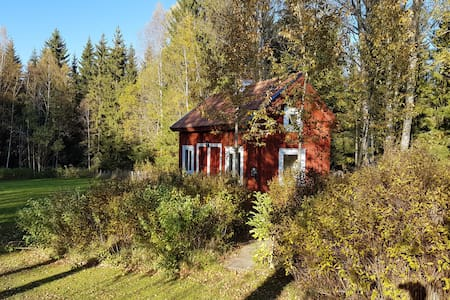 Small cosy house surrounded by nature - Rumah