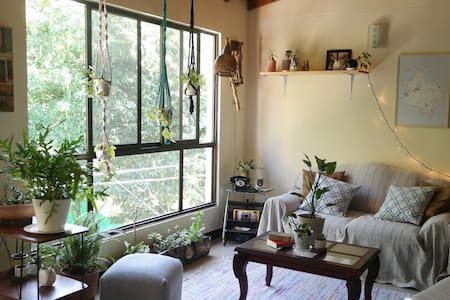 Cozy house close to train. Sleeps 4 #2 - Envigado - Apartament