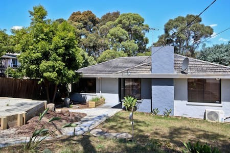 3br home in Leafy Berwick Village - 45 Mins to CBD - House