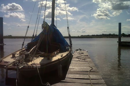 Classic Wooden Boat - Tolleshunt D'Arcy - Bot