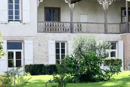 La Belle Montoise - Bed & Breakfast