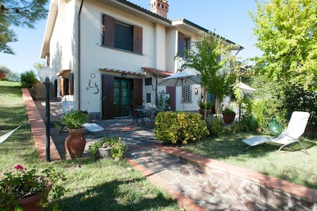 APPARTMENT WITH PRIVATE PATIO - Montespertoli - Apartamento