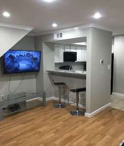 Modern Condo by AT&T Cowboys Stadium & Six Flags - Appartement en résidence