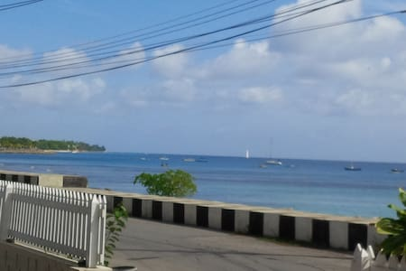 Beach View Fully Equipped 2 Bedroom Cottage - Clinketts