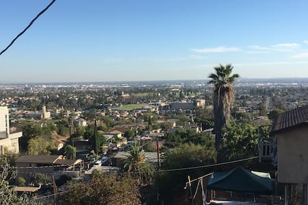 East LA Tucked Away with Hilltop Views - Bungaló