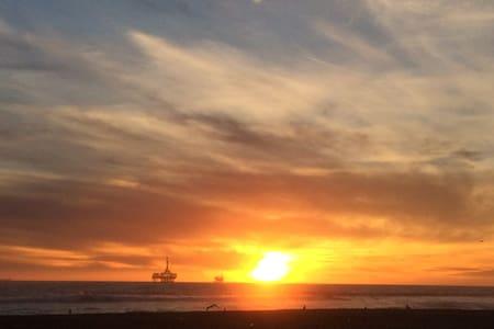 Steps to the Beach - Huntington Beach