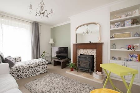 Cosy Room in a Gorgeous Maisonette - Londra - Casa