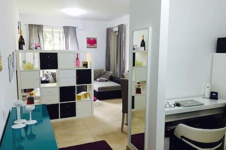 City-Apartment with 180m2 Garden - Bertrange - Wohnung