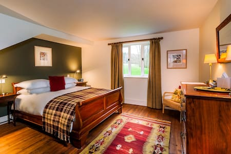 Loyton Lodge - Bed & Breakfast