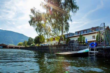 JUNGES HOTEL ZELL AM SEE, Sechsbett - Zell am See - Bed & Breakfast