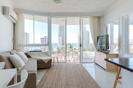 Top Floor, Ocean Views - Apartment