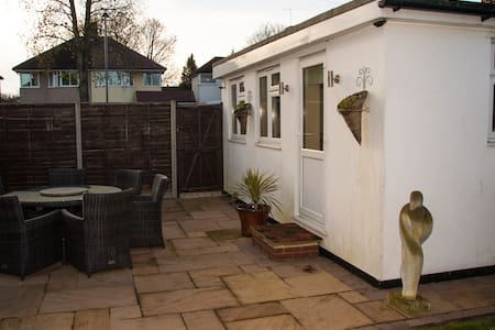 Detached modern ensuite double room - Orpington - Lägenhet