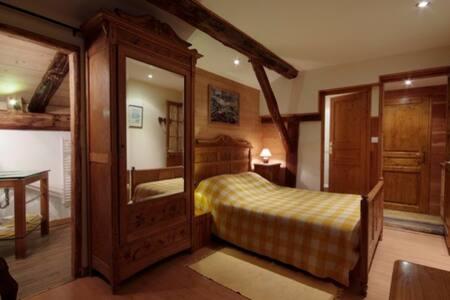 Maison Coutin : Yellow Room - Peisey-Nancroix