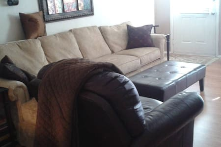 Couch in Euless, TX near DFW Airport - Szeregowiec