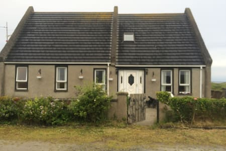 Isle of Doagh, dormer bungalow with sea views - Ballyliffin - Casa