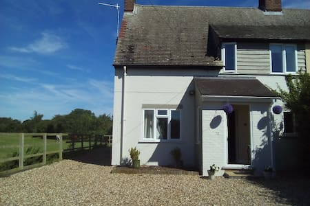 3 Double Bedroom Grantchester Cottage by Fields - Grantchester