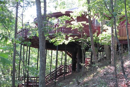 Basye, VA Treehouse near Shenandoah - House