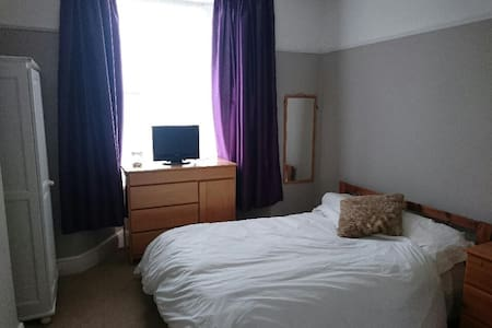 Homely double room in Victorian terrace - Plymouth