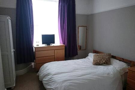 Homely double room in Victorian terrace - Huis