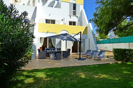Townhouse, seaview, shared pool, carpark, by beach - Casa