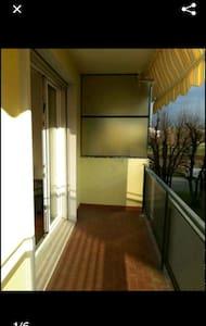 Chambre+balcon à proximité d'EPFL. - Apartament