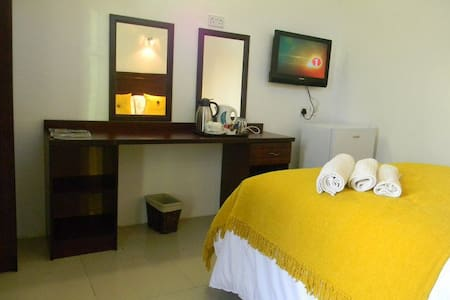 The White Palace Guest Rooms - Serowe - Rumah Tamu