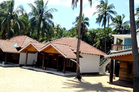Kite Surfing Beach Resort Rooms 1 - Puttalam - Chalet