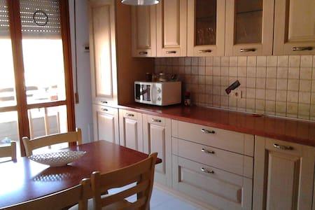 Appartamento comodo, posizione centrale - Apartmen