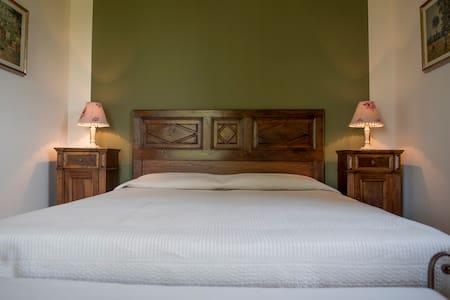 Il Bricco B&B Asti - Camera Matrimonale Verde - Bed & Breakfast