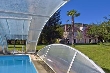 La Bourgnette 3* avec piscine, 200m de la rivière - Dům